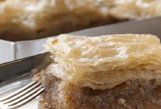 Ονειρικό το σιροπιαστό Κέικ με φύλλο κρούστας και τέσσερις ξηρούς καρπούς από τον Στέλιο Παρλιάρο   - Κυρίως Φωτογραφία - Gallery - Video