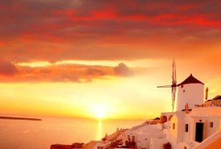 Η πρόταση γάμου με φόντο το ηλιοβασίλεμα της Σαντορίνης που έχει τρελάνει το Twitter (Φωτό) - Κυρίως Φωτογραφία - Gallery - Video