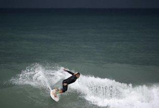 Μεσσηνία: Ωραίες εικόνες με γενναίους σέρφερ που χορεύουν με τα κύματα στον ρυθμό του κύκλωνα «Ζορμπά» (ΦΩΤΟ - ΒΙΝΤΕΟ)    - Κυρίως Φωτογραφία - Gallery - Video