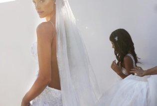 To κόκκινο νυφικό της Χριστίνας Μπόμπα από την Σίλια Κριθαριώτη, το τελικό λευκό με την πλάτη έξω, το μίνι της Λουκίας  - Κυρίως Φωτογραφία - Gallery - Video