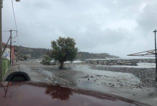 Καλαμάτα: Η θάλασσα σκέπασε τη στεριά - Ο μεσογειακός κυκλώνας σαρώνει σε Μεθώνη, Κορώνη και Πύλο (φώτο-βίντεο)  - Κυρίως Φωτογραφία - Gallery - Video
