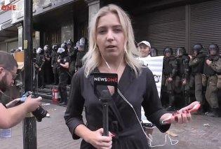 Live λιντσάρισμα για 20χρονη δημοσιογράφο στην Ουκρανία: Της πέταξαν αυγά και την άρχισαν στις σφαλιάρες (Βίντεο) - Κυρίως Φωτογραφία - Gallery - Video
