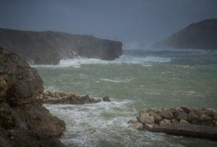 """Στο μάτι του κυκλώνα και με Live εικόνα τα Κύθηρα - Κύματα γίγαντες & """"ξέφρενος"""" αέρας     - Κυρίως Φωτογραφία - Gallery - Video"""