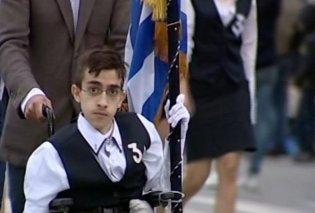 Θλίψη για τον θάνατο του 20χρονου Κων/νου Κριτζά - Ήταν σημαιοφόρος σε αναπηρικό αμαξίδιο και φοιτητής στη Νομική (Βίντεο) - Κυρίως Φωτογραφία - Gallery - Video