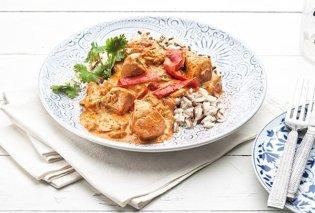 Η Αργυρώ Μπαρμπαρίγου προτείνει: Κοτόπουλο με πιπεριές, γιαούρτι και ρύζι - Κυρίως Φωτογραφία - Gallery - Video