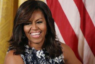 Η Μισέλ Ομπάμα έγινε Ναόμι Κάμπελ για μια μέρα: Με μπουρνούζι, σέξι πόζα και χείλη μανεκέν (Φωτό) - Κυρίως Φωτογραφία - Gallery - Video
