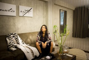 Made in Greece η σχεδιάστρια Nadia Rapti: Η νέα κολεξιόν της Ελληνίδας σχεδιάστριας & η επίδειξη μόδας στην Rolls Royce - Κυρίως Φωτογραφία - Gallery - Video