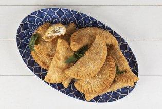 Οι Κυκλάδες στο πιάτο σας: Πιταράκια της Μήλου από τον Άκη Πετρετζίκη - Κυρίως Φωτογραφία - Gallery - Video