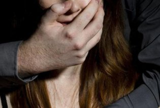 Άμφισσα: Πατέρας βίαζε και άφησε έγκυο την έφηβη με ειδικές ανάγκες κόρη του - Απέβαλε με φρικτούς πόνους - Κυρίως Φωτογραφία - Gallery - Video