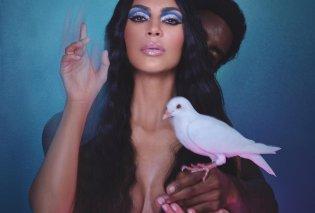 Πως διαφημίζει η Κιμ Καρντάσιαν τη νέα σειρά μακιγιάζ της; Μα φυσικά γυμνή στο κρεβάτι  με ένα νεαρό επίσης γυμνό διπλά της - Κυρίως Φωτογραφία - Gallery - Video