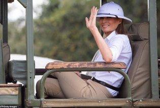 Μελάνια Τραμπ: Η πρώτη κυρία δίνει μπιμπερό σε ελεφαντάκια - Οι αφρικανικές περιπέτειες με σαφάρι look (Φωτό & Βίντεο) - Κυρίως Φωτογραφία - Gallery - Video