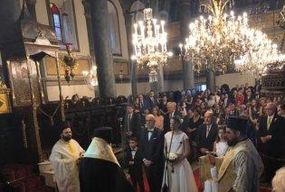 Ο ατμοσφαιρικός γάμος του δημοσιογράφου Μανώλη Κωστίδη με την Ελληνίδα πρόξενο στο οικουμενικό πατριαρχείο (φώτο) - Κυρίως Φωτογραφία - Gallery - Video