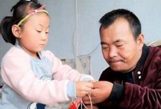 Story of the day: Τον γύρο του κόσμου κάνει η 6χρονη μικρούλα που φροντίζει τον παράλυτο πατέρα της - Η μαμά τους εγκατέλειψε (Φωτό & Βίντεο) - Κυρίως Φωτογραφία - Gallery - Video