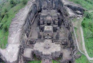 Αυτός ο ναός έχει χτιστεί μέσα σε έναν βράχο και θεωρείται το 8ο θαύμα του κόσμου - Δείτε συγκλονιστικές φωτογραφίες - Κυρίως Φωτογραφία - Gallery - Video