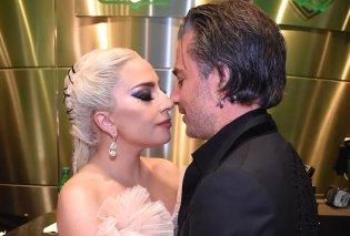 Στη Lady Gaga αρέσουν τα αρραβωνιάσματα: Βέρα στο αριστερό με 49χρονο γοητευτικό ατζέντη της (Φωτό) - Κυρίως Φωτογραφία - Gallery - Video