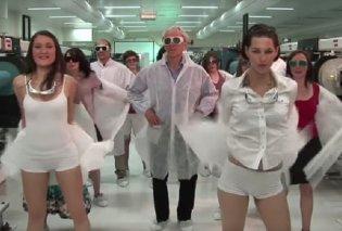 Βίντεο με τον φετινό νομπελίστα φυσικής: Ο ίδιος χορεύει και οι φοιτήτριες κάνουν στριπτίζ  - Κυρίως Φωτογραφία - Gallery - Video