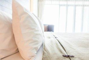 Σπύρος Σούλης: Κιτρινισμένα μαξιλάρια; 4 βήματα για να τα κάνετε πάλι ολόλευκα - Κυρίως Φωτογραφία - Gallery - Video
