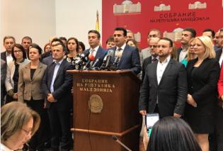 """""""Ζήτω η Μακεδονία"""" αναφωνεί ενθουσιασμένος ο Ζάεφ  αφού κατάφερε 80 να ψηφίσουν τις συνταγματικές αλλαγές - Τα συγχαρητήρια Τσίπρα (φώτο)  - Κυρίως Φωτογραφία - Gallery - Video"""