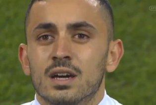 Βίντεο - Αυτό το δάκρυ πρέπει να το δει όλη η Ελλάδα: Ο δεξιός μπακ της Εθνικής Ελπίδων βούρκωσε στον Εθνικό Ύμνο  - Κυρίως Φωτογραφία - Gallery - Video