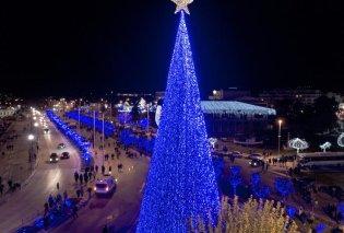 Αυτό είναι το ψηλότερο χριστουγεννιάτικο δέντρο στην Ελλάδα - Σε ποιο μέρος βρίσκεται; - Κυρίως Φωτογραφία - Gallery - Video