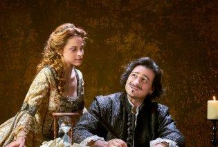 «Ερωτευμένος Σαίξπηρ» με τον μοναδικό Βασίλη Χαραλαμπόπουλο: Έσπασε ταμεία στο Λονδίνο - Πρώτη φορά στην Αθήνα - Κυρίως Φωτογραφία - Gallery - Video