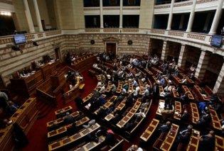Ψηφίστηκαν με ευρεία πλειοψηφία από την Ολομέλεια οι τροπολογίες για τη μείωση του ΕΝΦΙΑ - Κυρίως Φωτογραφία - Gallery - Video