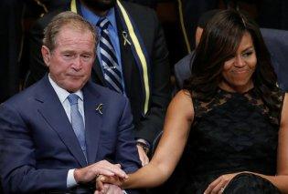 Η στιγμή που ο Τζορζτ Μπους γλιστράει πάλι μια καραμέλα στο χέρι της Μισέλ Ομπάμα – Πότε το ξανάκανε; - Κυρίως Φωτογραφία - Gallery - Video