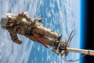 Ο αστροναύτης Αλεξάντερ Γκερστ φωτογραφίζει τη Γη από ψηλά! - Συγκλονίζει η εικόνα της Σαντορίνης (Φωτό) - Κυρίως Φωτογραφία - Gallery - Video