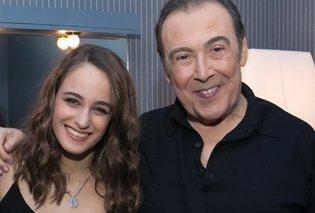 Ο Τόλης Βοσκόπουλος και η καστανή αγαπημένη Παναγιά, κόρη του: Έβαλε τα κλάματα όταν της αφιέρωσε τραγούδι - Κυρίως Φωτογραφία - Gallery - Video