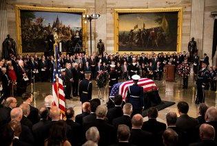 LIVE: Η κηδεία του Τζορτζ Μπους του Πρεσβύτερου - Συντετριμμένα τα παιδιά του, όλοι οι εν ζωή πρόεδροι των ΗΠΑ βρίσκονται εκεί (Φωτό & Βίντεο) - Κυρίως Φωτογραφία - Gallery - Video
