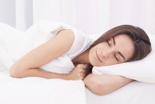 Ο γιατρός Ιάκωβος Γκόγκουα σας ρωτάει και σας συμβουλεύει: Μήπως ο τρόπος που κοιμάσαι σου προκαλεί ρυτίδες;      - Κυρίως Φωτογραφία - Gallery - Video