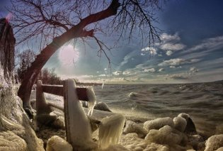 Εξαιρετικές λήψεις με την παγωμένη Λίμνη Μπάλατον: Η μαγεία από το χιονισμένο τοπίο στην καρδιά του Χειμώνα    - Κυρίως Φωτογραφία - Gallery - Video