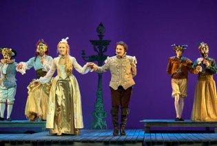 """Ερωτευμένος Σαίξπηρ: Η θαυμάσια παράσταση με τον Βασίλη Χαραλαμπόπουλο συνεχίζεται στο Κέντρο Πολιτισμού """"Ελληνικός Κόσμος""""    - Κυρίως Φωτογραφία - Gallery - Video"""