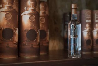Made in Greece το «Άδολο»: Το premium ελληνικό ούζο βγαλμένο από «την καρδιά της καρδιάς» του αποστάγματος του ούζου Πλωμαρίου  - Κυρίως Φωτογραφία - Gallery - Video