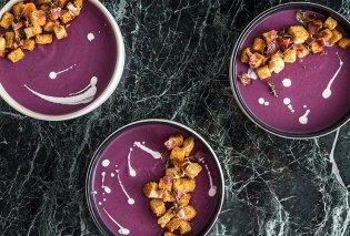 Ο Άκης Πετρετζίκης έχει έμπνευση: Φτιάχνει υπέροχη Μωβ σούπα από πατάτες Περού  - Κυρίως Φωτογραφία - Gallery - Video