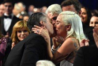 Τα δάκρυα της υπέρκομψης Lady Gaga στο Critics' Choice Awards: Ο έρωτας της ζωής μου ο Μπράντλεϊ Κούπερ (φωτό) - Κυρίως Φωτογραφία - Gallery - Video