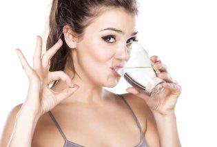 Πόσο νερό πρέπει να πίνουμε; Μπορεί η μεγαλύτερη ποσότητα να βελτιώσει την λειτουργία του εγκεφάλου;   - Κυρίως Φωτογραφία - Gallery - Video
