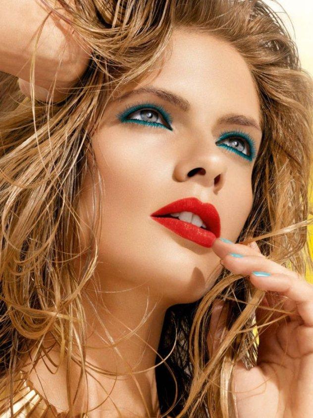 046aa7d5e58d Θέλετε να κάνετε μπλε μακιγιάζ στα μάτια  Ιδού μερικές προτάσεις για τέλειο  αποτέλεσμα - Φώτο