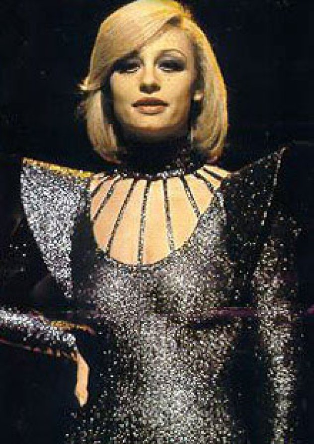 4a3b83832fc Στις 18 Ιουνίου του 1943 γεννήθηκε στη Μπολόνια η Raffaella Roberta  Pelloni, που έγινε γνωστή με το ψευδώνυμο Raffaella Carrà. Η ιταλίδα  παρουσιάστρια ...