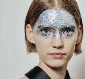 Έγινε πανικός στο Παρίσι με το μακιγιάζ γκλίτερ σε όλο το πρόσωπο που παρουσίασε ο Givenchy στην haute couture κολεξιόν του -Φώτο  - Κυρίως Φωτογραφία - Gallery - Video