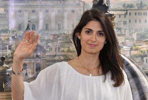 Η πρώτη γυναίκα δήμαρχος στη Ρώμη τα βάζει με την Εκκλησία: Φέρτε το 1,5 εκ ευρώ που μαζεύετε από τα κέρματα στη Φοντάνα ντι Τρέβι - Κυρίως Φωτογραφία - Gallery - Video