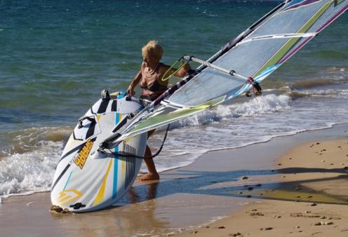 Topwoman η 81χρονη από την Κεφαλονιά που κάνει... windsurf (βίντεο) - Κυρίως Φωτογραφία - Gallery - Video