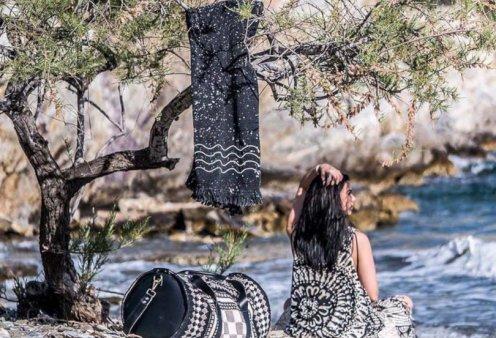 Made in Greece η Cleo Gatzeli: Το άκρως καλοκαιρινό brand με τα αέρινα παρεό, κιμονό, φορέματα, ψάθινες τσάντες... - Κυρίως Φωτογραφία - Gallery - Video