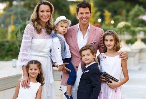 """""""Είδωλο"""": Ο Σάκης Ρουβάς σε ρόλο """"γονδολιέρη"""" κάνει Κυριακάτικο οικογενειακό """"board meeting"""" με τα πανέμορφα παιδιά του (φώτο) - Κυρίως Φωτογραφία - Gallery - Video"""