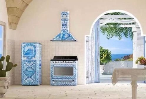 """Made in Greece"" οι ηλεκτρικές συσκευές των Dolce & Gabbana - Ζωγραφισμένα στο χέρι ψυγεία & κουζίνες απεικονίζουν τον αρχαίο ελληνικό ναό των Διόσκουρων (φώτο) - Κυρίως Φωτογραφία - Gallery - Video"