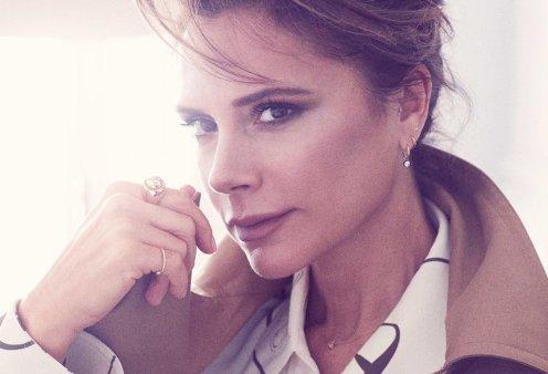 Η Victoria Beckham φόρεσε ένα θεϊκό, αρχαιοελληνικό μπλέ φόρεμα Zeus & Dione και έγινε εξώφυλλο στη Vogue (φωτό) - Κυρίως Φωτογραφία - Gallery - Video