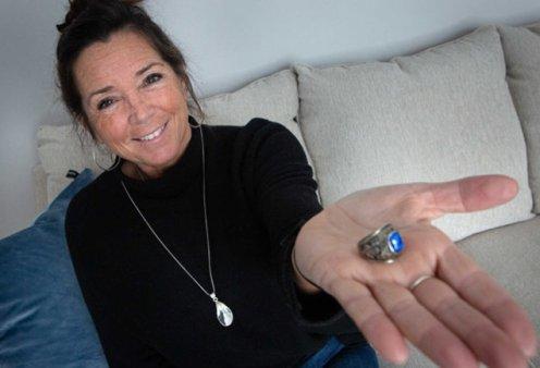 Story of the day: Η Ντέμπορα έχασε το δαχτυλίδι της το 1973 στην Αμερική – Βρέθηκε στην Φινλανδία το 2020 (φωτό) - Κυρίως Φωτογραφία - Gallery - Video