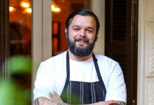 Ο αγαπημένος chef Νίκος Θωμάς στην Κρήτη: Υπογράφει τη νέα γαστρονομική ταυτότητα  στο πολυβραβευμένο Kapsaliana Village Hotel - Δημιουργικό twist & φρέσκα λαχανικά  από τα μποστάνια του χωριού (Φωτό & Βίντεο)  - Κυρίως Φωτογραφία - Gallery - Video
