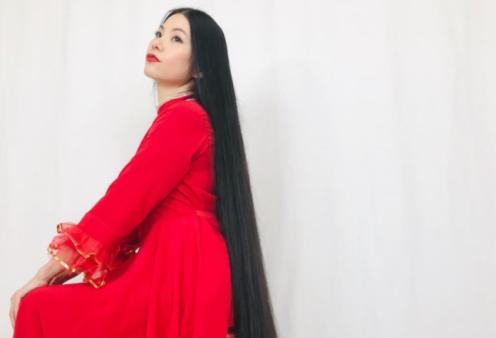 Σύγχρονη Ραπουνζέλ: Γιαπωνέζα μακραίνει τα μαλλιά της εδώ και 15 χρόνια - Αδιανόητες εικόνες μιας εκκεντρικής  - Κυρίως Φωτογραφία - Gallery - Video