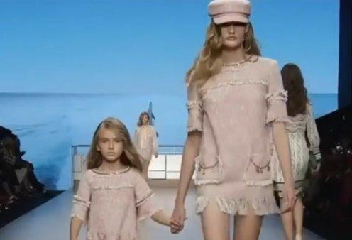Όταν τα top models κάνουν πασαρέλα μαζί με τις μικρές κόρες τους- Διαφορετικά, υπέροχα catwalk (βίντεο) - Κυρίως Φωτογραφία - Gallery - Video